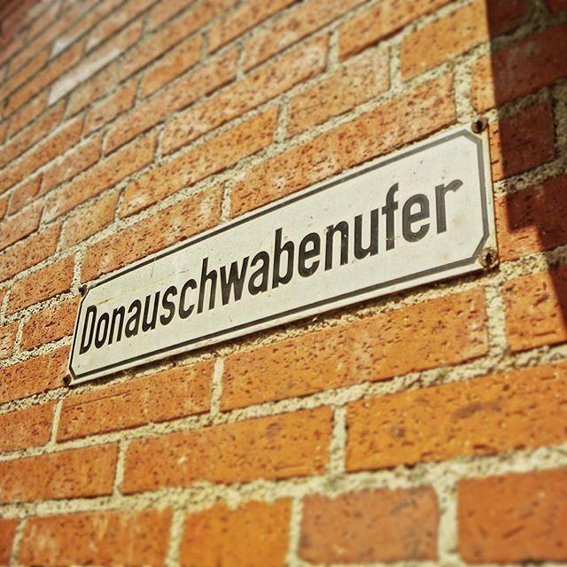Have a great day!  Schönen Tag!  Bonne journée!  #ulm #ulmerstadtmauer #entlangdonau #stadtmauer #donauufer #altstadt #oldtown #architecture#flanieren #flaneur #lundi #goodmorning #bonjour #mycity #citydailyphoto #mynewhometown #autumn #fall #falliscoming #autumny #street #streetgram #ulmdailyphoto #passionpassport #streetsign #sehenswuerdigkeiten #visitulm