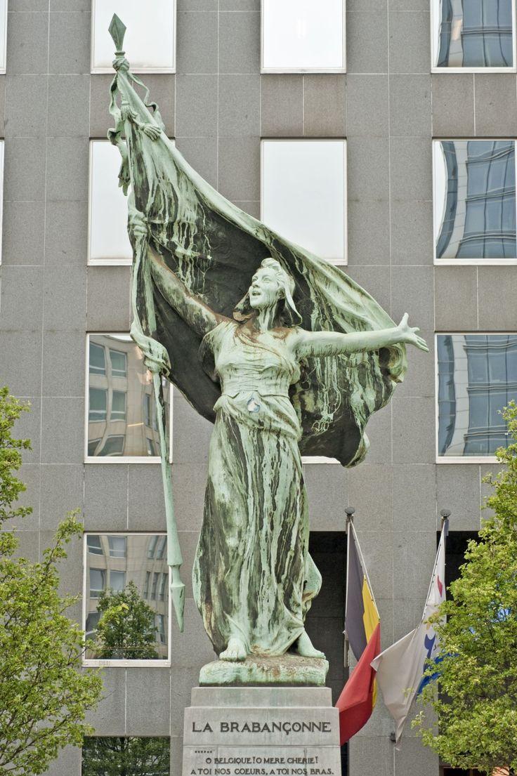 Monument La Brabançonne, place Surlet de Chokier  à Bruxelles  / Monument De Brabançonne, Surlet de Chokierplein in Brussel (photo/foto: A. de Ville de Goyet, SPRB/GOB)
