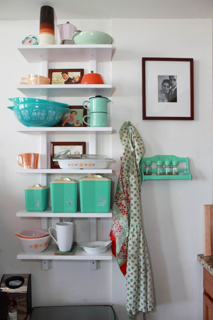 nice collection of vintage housewares including some lovely blue patterned Pyrex.