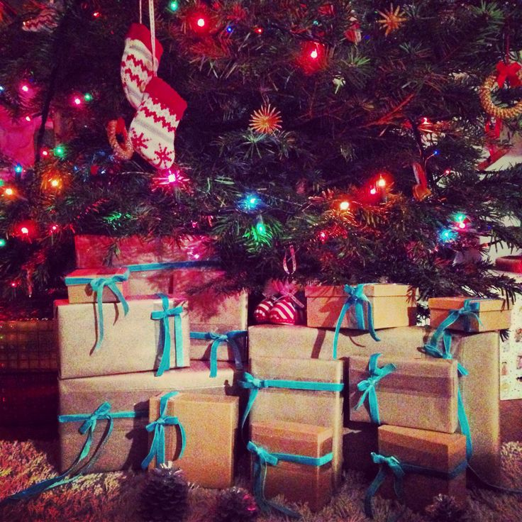Gift wrapping, Christmas tree, bow