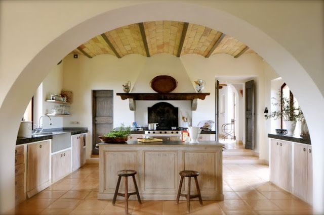 Beautiful mediterranean style kitchen. This one would be my dream kitchen for sure although I would choose a different cabinet style that represents the architecture of the home.