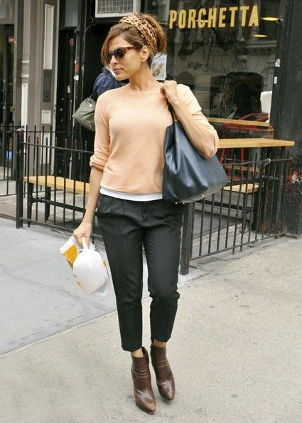 Eva Mendes Photos Photos - Actress Eva Mendes crabs some food at Porchetta in the East Village before heading to the airport in New York on April 18, 2013. - Eva Mendes Picks Up Snacks in NYC