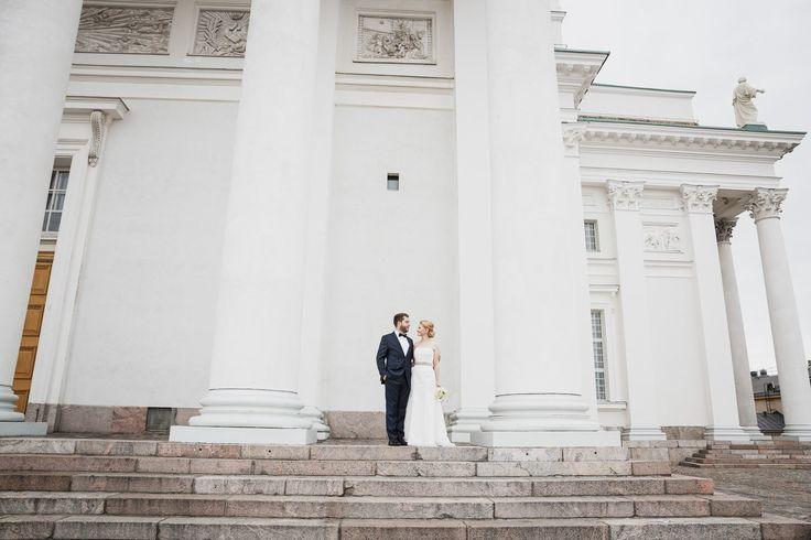 Hääpotretti Tuomiokirkolla / Wedding portrait at Helsinki Cathedral