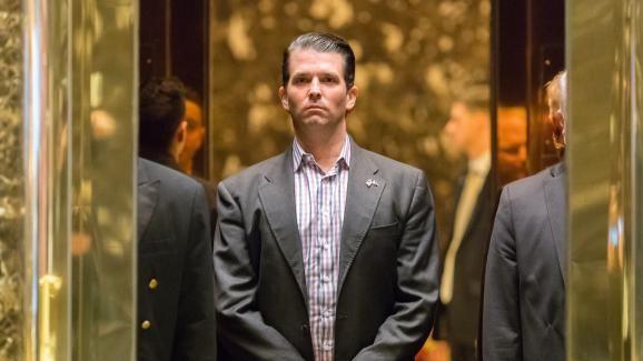 Donald Trump Jr prend l'ascenseur dans le hall de la Trump Tower, à New York (Etats-Unis), le 18 janvier 2017.   ALBIN LOHR-JONES / DPA / AFP