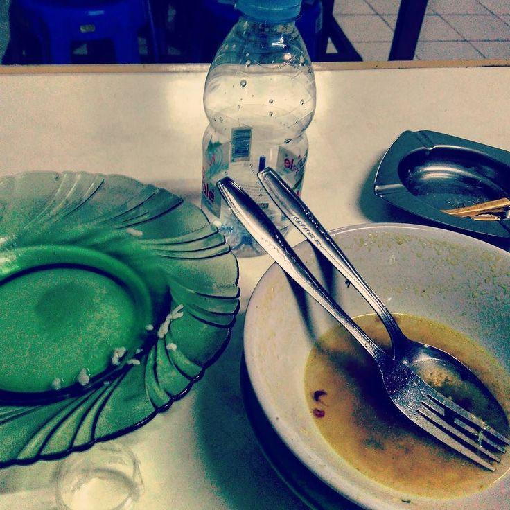 Makan siang di warung soto mie...