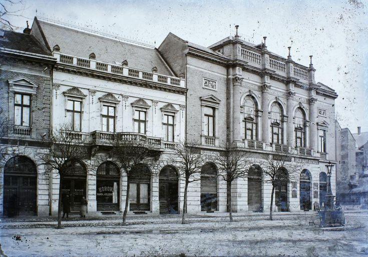 jobbra a Kereskedelmi Akadémia épülete.