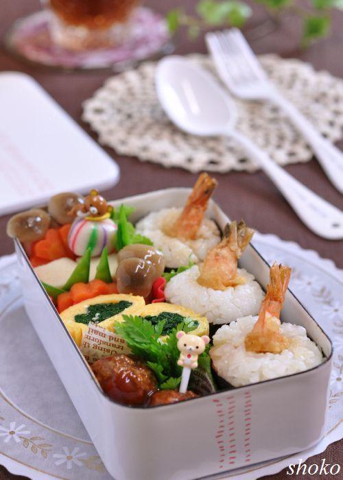 Tem-musu (Tempura-Musubi Rice Cake) Japanese Bento Lunch 天むす 弁当