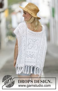 """Knitted DROPS poncho with lace pattern and fringes in """"Cotton Light"""". Size: S - XXXL. ~ DROPS Design"""