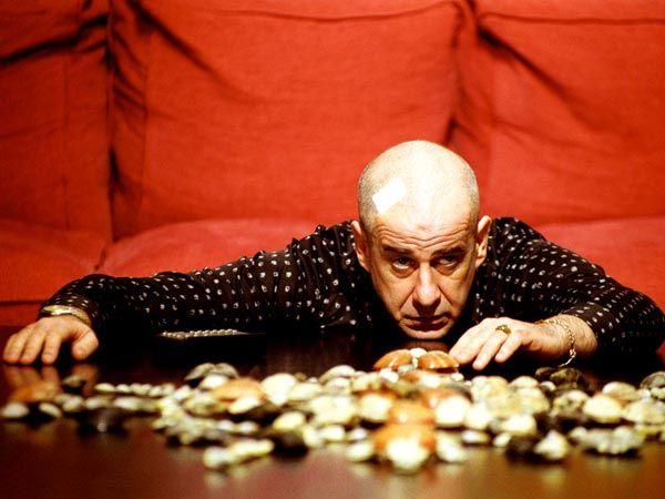 Frasi Celebri tratte da L'uomo in più, film del 2001 scritto e diretto da Paolo Sorrentino. Presentato alla Mostra del Cinema di Venezia 2001.... http://www.oggialcinema.net/l-uomo-in-piu-citazioni/