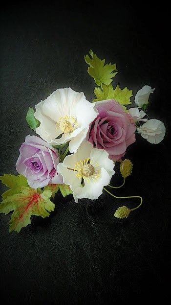Sugar roses, popies, heuchera and sweet pea