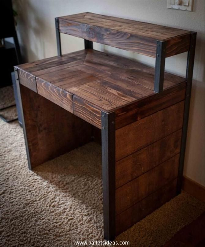 What you guys really opine about this dark shaded wooden pallet upcycled desk? It has got a commendable look along with a professional structure and shape. We have also given an industrial look by adding the metallic frames. While its multi tiered structure would be thorough support in your official work.