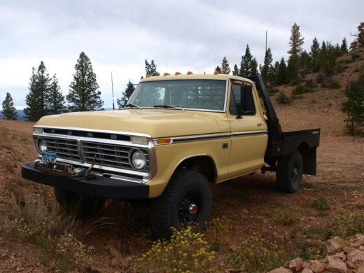1975 Ford flatbed 4x4 f250 truck | This one looks like the one I drove to New York in 1990 (or was it 89?) It was packed full with all of my worldly belongings and pulling a trailer to boot.