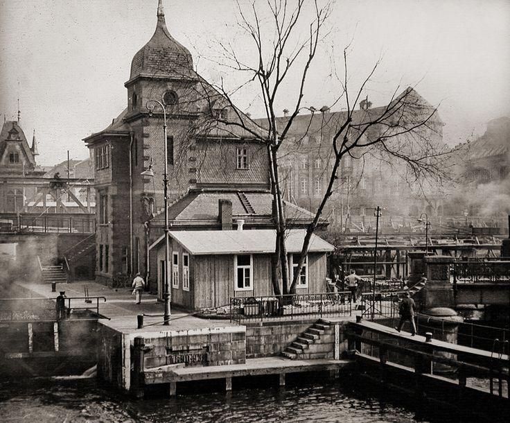 Berlin before the wars, ca. 1910 | Blick von der Burgstrasse auf den Mühlendamm…