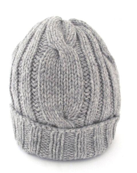 hand knitted cap handgestrickte Mütze mit Zopfmuster