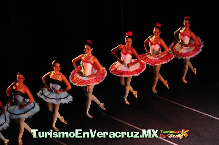 Más información en:  http://www.turismoenveracruz.mx/2012/04/presenta-ayuntamiento-el-libro-ballet-clasico-origen-e-historia-en-la-ciudad-de-veracruz/