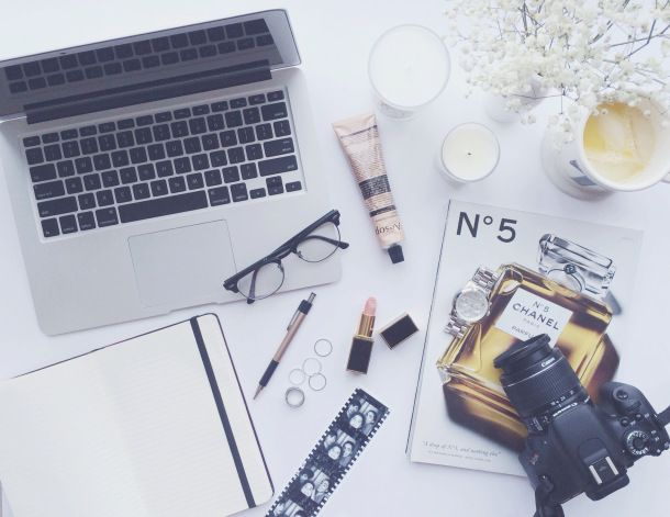 Photography Tips For Blogging - lipstick with some sunshine
