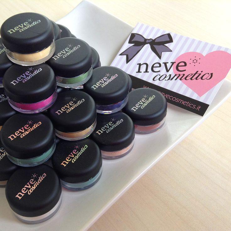 Ciprie, ombretti, blush, fondotinta minerali... Un mondo di colore tutto da scoprire. #NeveCosmetics