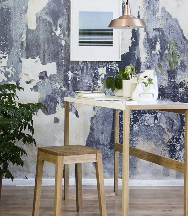 A lovely styling by @levaobo featuring our wallpaper Battered Wall. Take a look a the full styling here:  http://www.expressen.se/leva-och-bo/vardagsrum/inredningstips--lyxig-stil-med-liten-budget/ ...And find the wallpaper here: http://rebelwalls.com/collections/no-2-frontage/battered-wall/  #swedishdesign #design #interior #interiordesign #wallpaper #wallmural #tapet #inredning