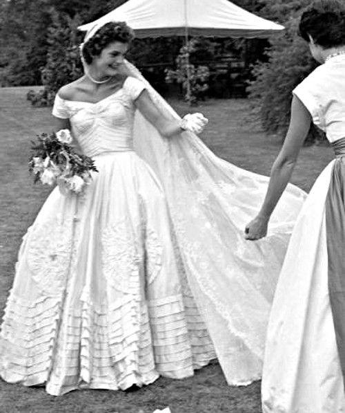 Jackie kennedy on her wedding day 1953 majestic black for Jackie kennedy wedding dress designer