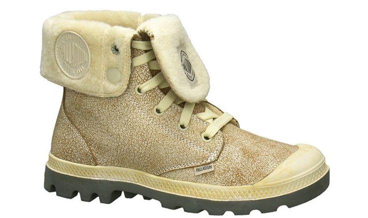 Kožené kotníkové topánky z hladenej kože Nubuck. Topánky sú zateplené ovčou kožušinou, ktorá chráni pred mrazom. Vrchná časť obuvi sa dá povytiahnuť a viete si z topánok spraviť kožené čižmy.