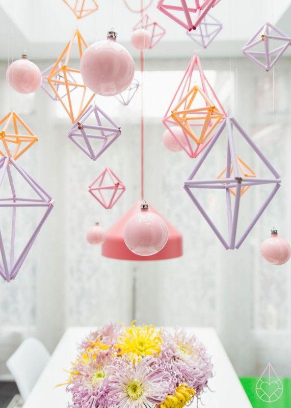 Het liefst wilde ik de kristallen dit jaar terughangen, maar ik vond dat ik iets nieuws moest proberen. Daarom maakte ik dit jaar himmeli's.