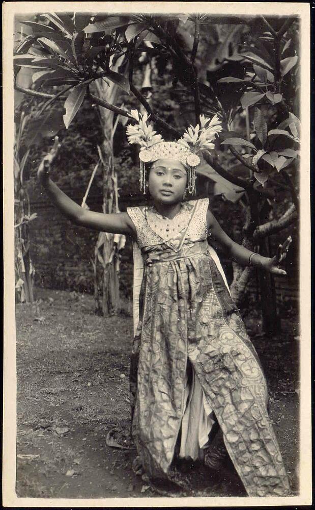 1920s Bali Indonesia» Beautiful Legong Dancer