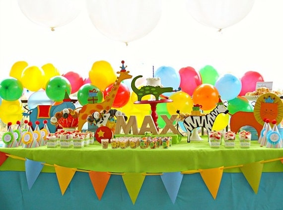 Zoo animals party -cake table setting
