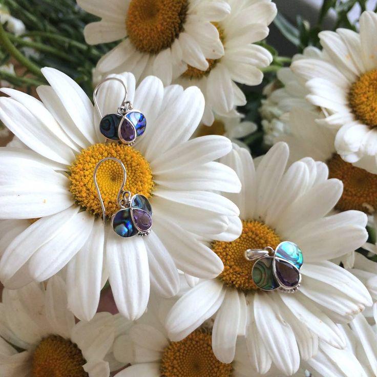Margarete pentru fete. Și fluturași, normal, tot pentru ele.   #metaphora #silverjewellery #silverjewelry #jewelryset #earrings #amethyst  #tunisia