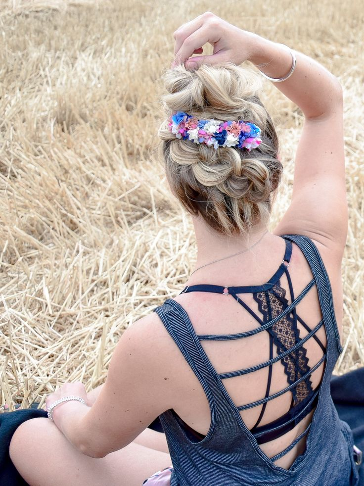 Diagonal Upside Down braided top knot – Dutt & Flowers as a perfect combination – Frisuren – LIEBLINGE • braids.life