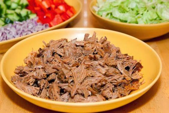 Pulled pork   Vi äter ofta pulled pork och nuförtiden lagar jag den i min Crock Pot. Marianden varierar från gång till gång, lite beroende ...