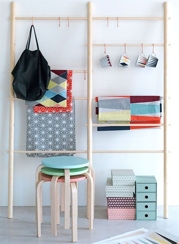 space saver/wall organizer for craft table or office space/Ikea Brakig (va 31 januari 2014?)
