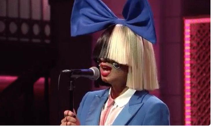La chanteuse #Sia s'engage pour l'association #PETA en luttant contre le port de fourrure. Sia a créé une vidéo avec l'association PETA qui lutte contre la maltraitance des animaux dans le monde entier. Ce clip réalisée en images de synthèse, invite les internautes à inverser les rôles. Ici, ce sont les humains qui prennent la …