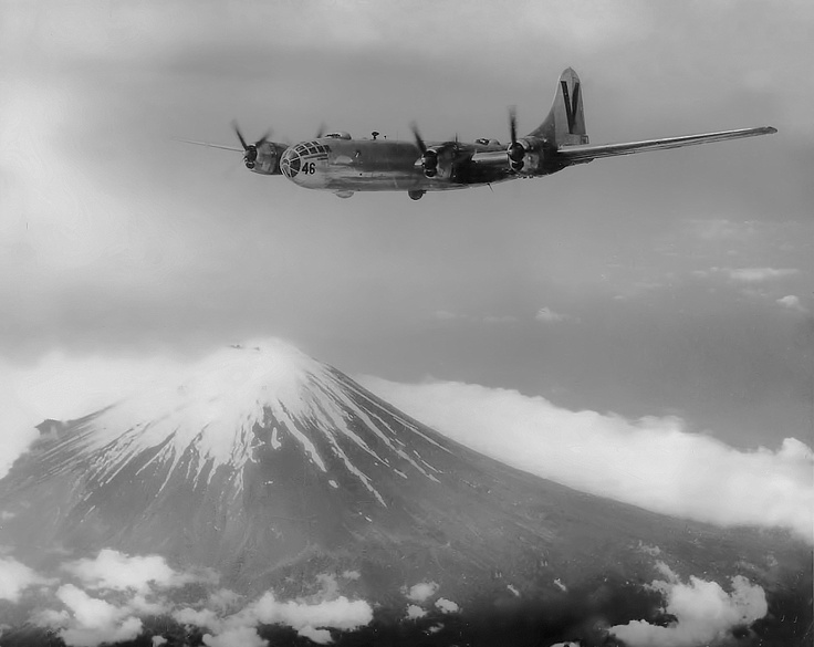 A USAAF Boeing B-29 Superfortness bomber belonging to 499th Bomber Wing flies over Japan with Mt Fujiyama as the backdrop, Sept 1945.