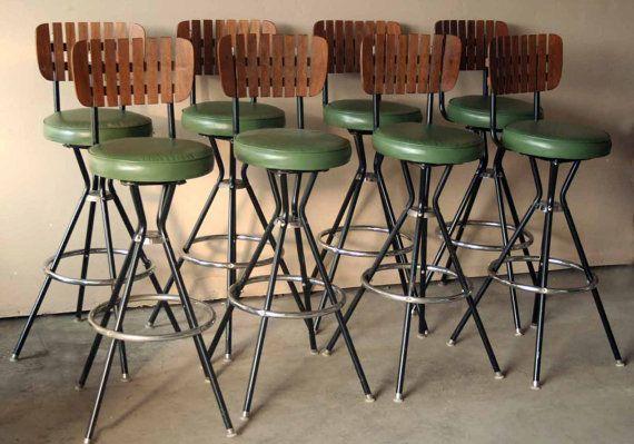 Retro Green and Wooden Bar Stool - Slat Back - Mid Century Modern Design -  Black and Silver Metal Legs - Barkrukken, Eettafel en Stoelen - Retro Green And Wooden Bar Stool - Slat Back - Mid Century Modern