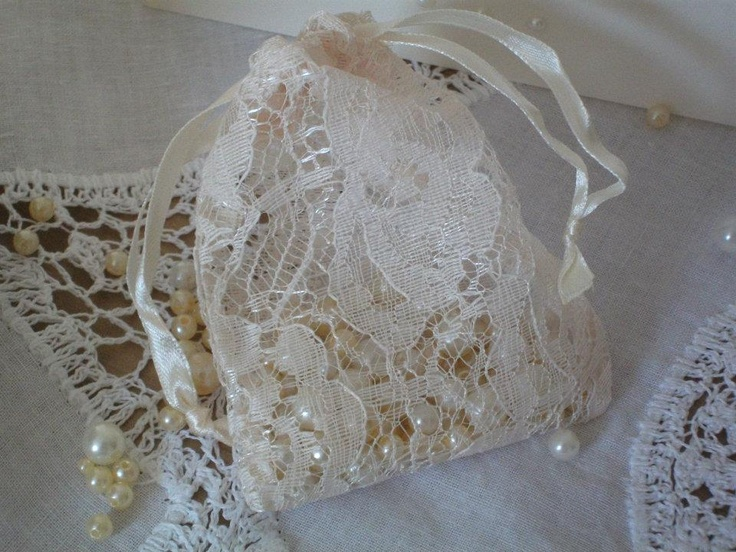 lace favour bags filled with pearls  Dress it yourself.com
