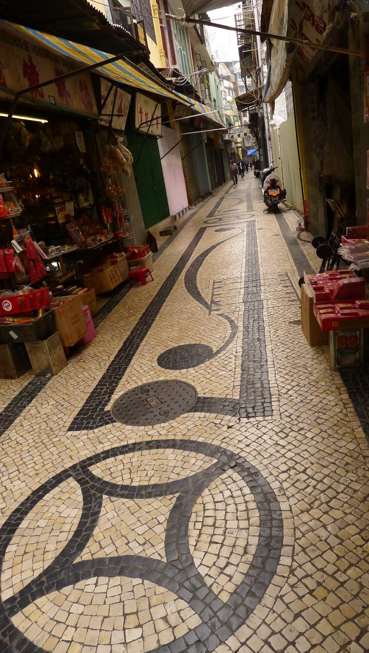 Tiny Rua Dos Ervanarios in Macau