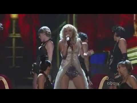 "Carrie Underwood performs ""Cowboy Casanova"" at 2009 CMA Awards 