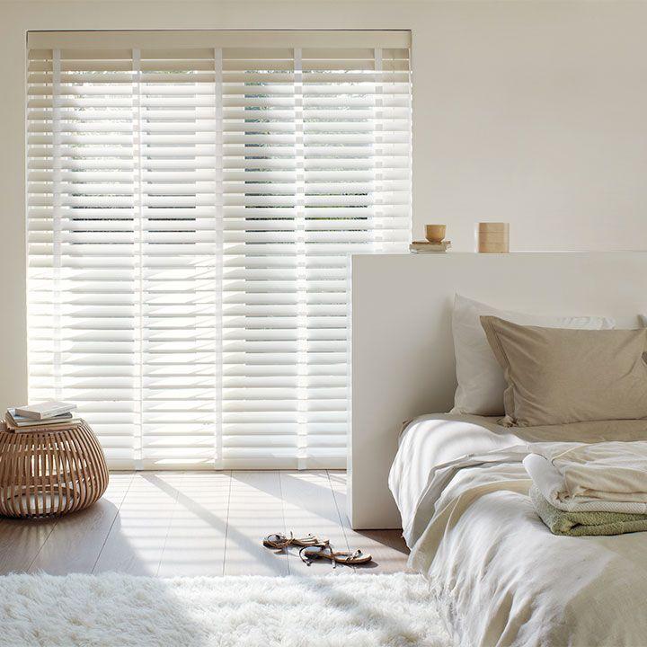 Te koop bij www.cdinterieurs.nl  Laat u inspireren door Luxaflex® raamdecoratie. Houten Jaloezieën - 68 mm