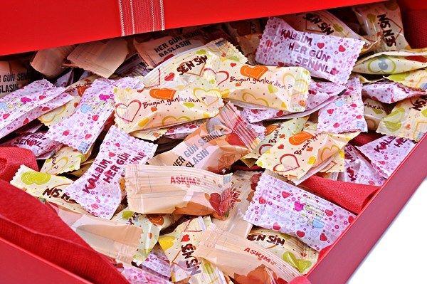 Ağızlarda şeker gibi bir tat bırakacak yıl dönümleri için 'Tatlı Yıllar' Şekerlemeleri birlikteliğinizin yıl dönümü için romantik olduğu kad...