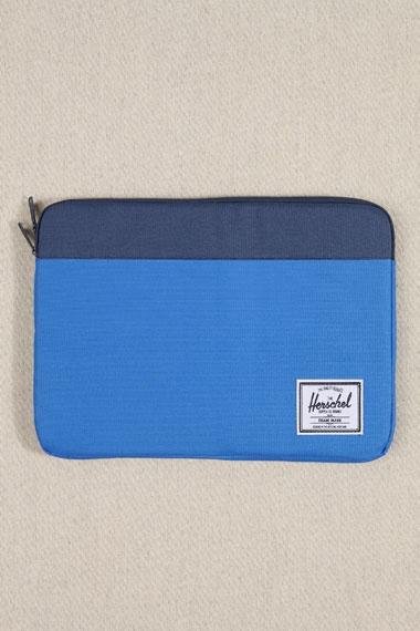 Herschel Laptop Sleeve, GBP 32, (Urban Outfitters)