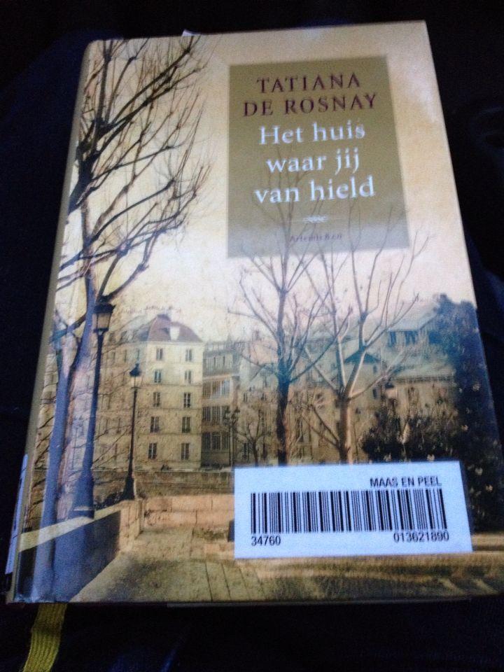 Weekend in november '14 genoten van een aangenaam boek dat zich afspeelt in 1850 toen de kleine straten van Parijs moesten wijken voor de grote boulevards. Oude dame blijft in het huis... En vertelt haar verhaal .