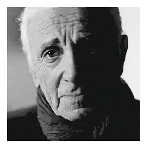 Charles Aznavour a beau avoir 90 ans, il ne tient pas à prendre sa retraite. 4 ans après son dernier opus, Aznavour Toujours , il est revenu le 04 mai dernier avec un nouvel album, Encore . C'est l'occasion pour lui d'apporter une sorte de témoignage,...