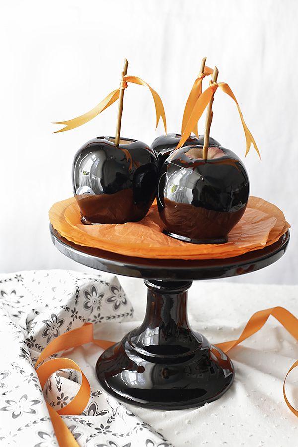 Manzanas negras con caramelo. Receta para Halloween