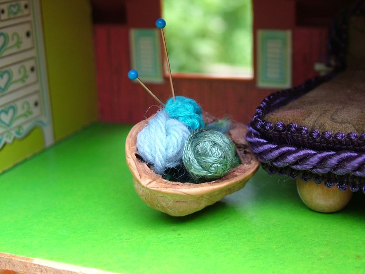 small world land: Crafts for the Dollhouse Family