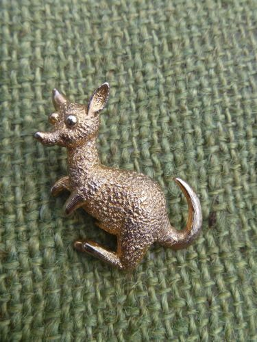 Vintage-Gold-Tone-Textured-Metal-Male-Kangaroo-Brooch-Pin-1-5-034-Unmarked