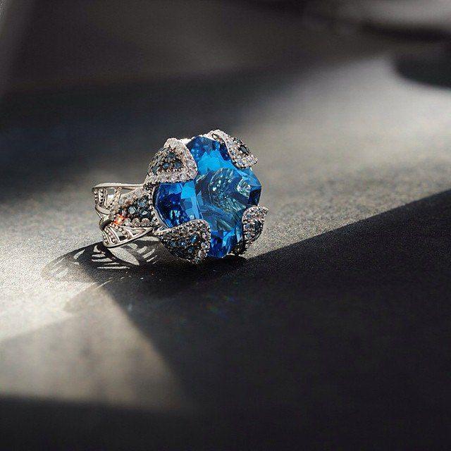 Снято 1 источником) для Saga #jewelry #ring #silver #topaz #saga #кольцо #ювелирка #украшение #серебро #топаз