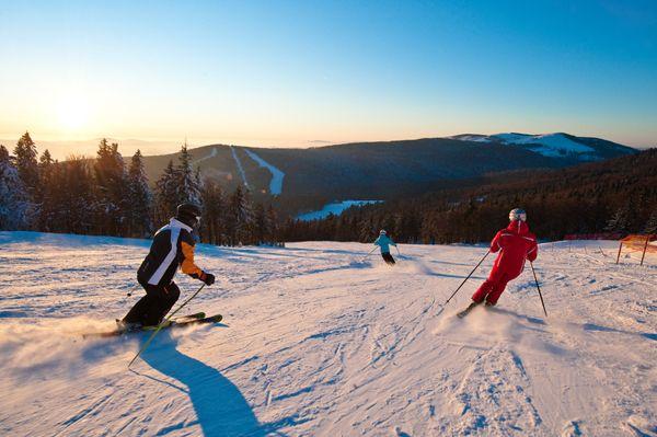 Das #Granithügelland beim #Skifahren und #Snowboarden entdecken. Weitere Informationen zu #Skiurlaub im #Mühlviertel in #Österreich unter www.muehlviertel.at/skifahren - ©Oberösterreich Tourismus/Erber