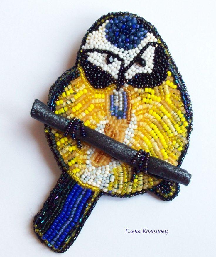 Bluetit brooch, beadwork by Helen Kolomoets.