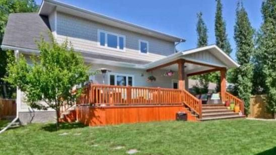 Have you checked out @JudyHomesYEG in @Crestwood yet? The backyard is absolutely beautiful! #yegre