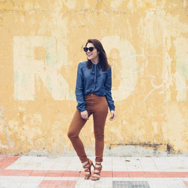 """Lu Ferreira no Instagram: """"O jeito mais fácil de usar tons terrosos, tendência há algumas temporadas: combinando com jeans!! Pra deixar menos óbvio, calça marrom e…"""""""